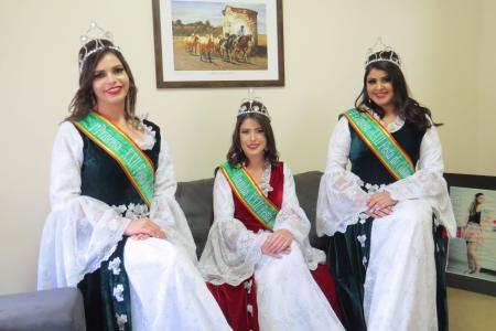 Paola, Natali (rainha) e Cíntia representaram as soberanas da edição de 2017
