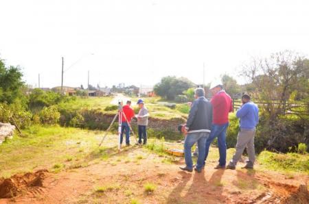 Empresa inicia construção de ponte no centro de Hulha Negra