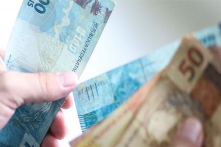 Os salários dos servidores da Prefeitura Municipal de Hulha Negra foram creditados na tarde desta quarta-feira (25)
