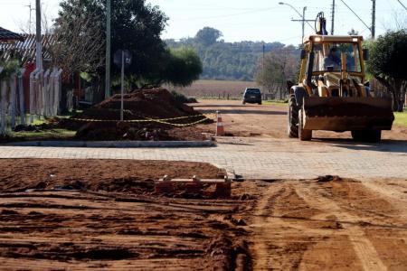 Prefeitura realiza obras de saneamento na rua Ari Coelho
